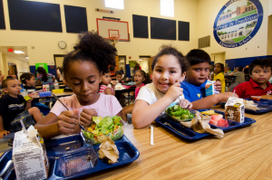 children eating lunch in a school cafeteria